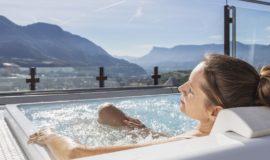 Entspannung Pur Im Hot Whirlpool Auf Der Dachterrasse Mit Blick Auf Die Weinberge C Tiberio Sorvillo Hotel Golserhof