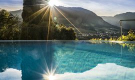 Pool Mit Blick Auf Berge Im Sommer Hotel Ansitz Golserhof