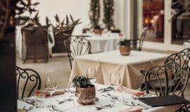 Schoen Gedeckte Tische Auf Der Terrasse Hotel Golserhof