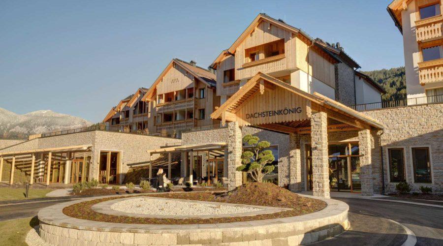 Sommer Aussenansicht Family Resort Dachsteinkoenig