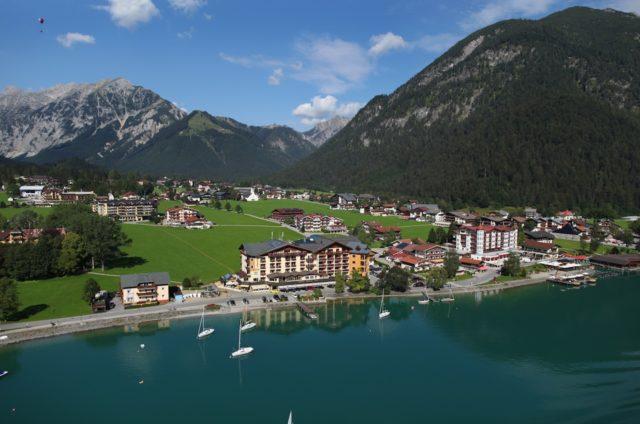 Blick Von Oben Auf Hotel Post Am See Und Pertisau Am Achensee Hotel Post Am See