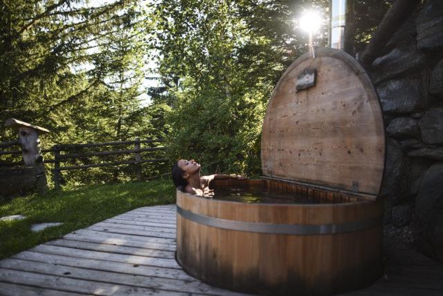 Das Almdorf Außenzuber (2)@Das Almdorf World Peace Eco Resort