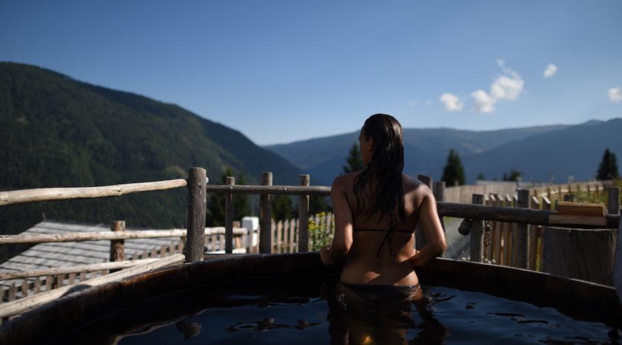 Das Almdorf Außenzuber@Das Almdorf World Peace Eco Resort