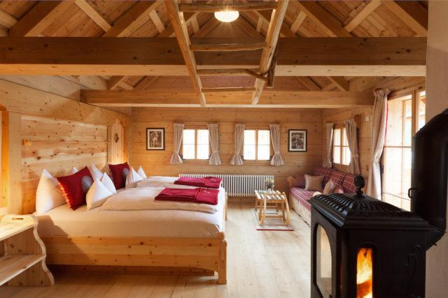 Das Almdorf Schlafzimmer Sennhütte@Das Almdorf World Peace Eco Resort