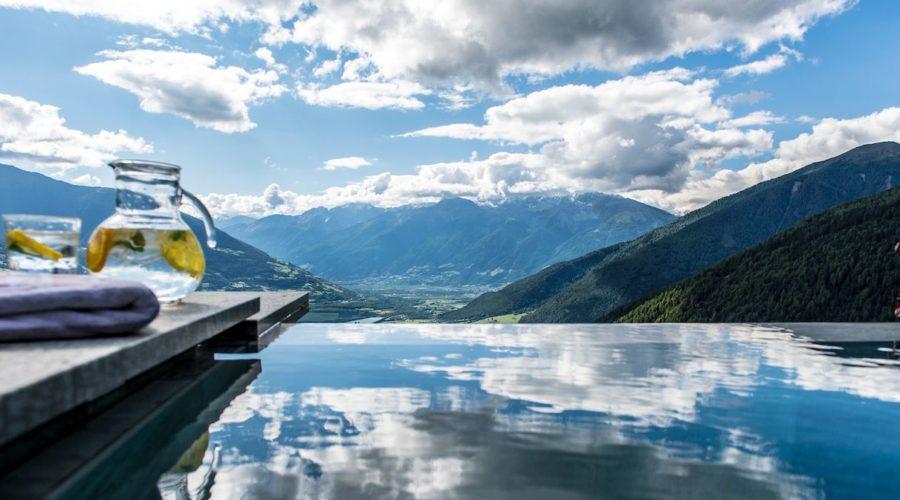 Relaxen Im Infinity Pool Hotel Gerstl