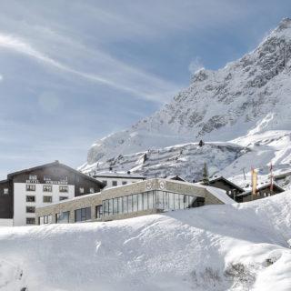 Aussenansicht Winter Hotel Zuerserhof