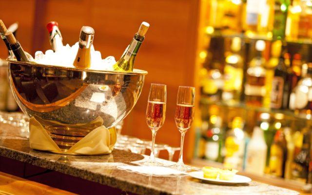 Bartresen Mit Champagner Art Boutique Hotel Monopol