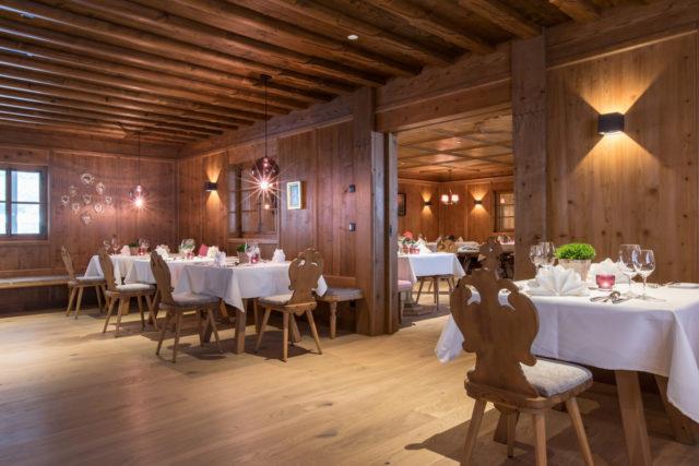 Gedeckte Tische In Der Herzerlstube Elisabethhotel