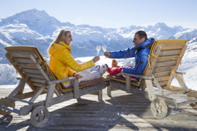 Paerchen Auf Der Sonnenterrasse Des Restaurants Trutz C Swiss Image.ch Christof Sonderegger Art Boutique Hotel Monopol