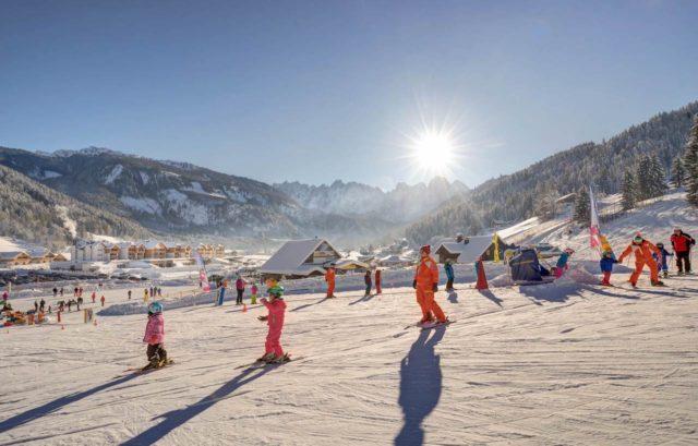 Anliegende Skipiste Fuer Kinder Leading Family Hotel Resort Dachsteinkoenig 0