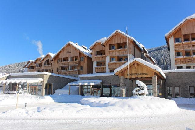 Frontansicht Im Winter Leading Family Hotel Resort Dachsteinkoenig