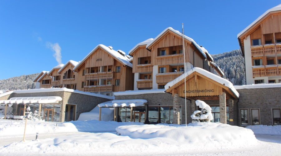 Frontansicht Im Winter Leading Family Hotel Resort Dachsteinkoenig