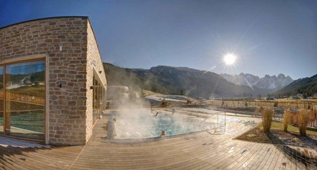 Hotelgaeste Geniessen Outdoor Pool Auch Im Winter C Www.360perspektiven.at Leading Family Hotel Dachsteinkoenig