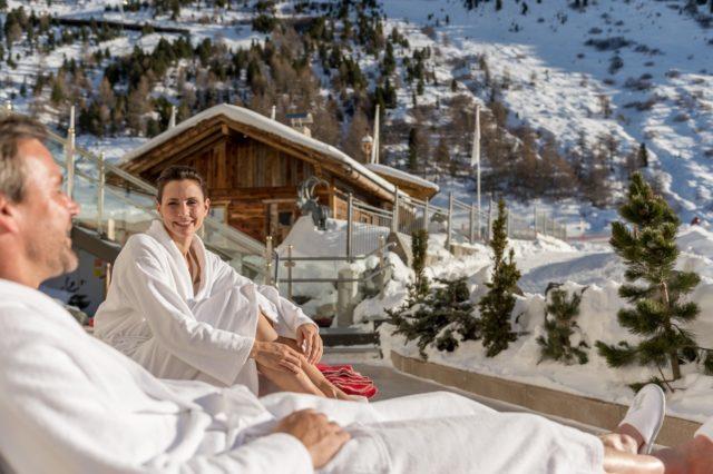 Paerchen Relaxt Im Winter Im Spa Aussenbereich C Alexander Maria Lohmann Hotel Hochfirst