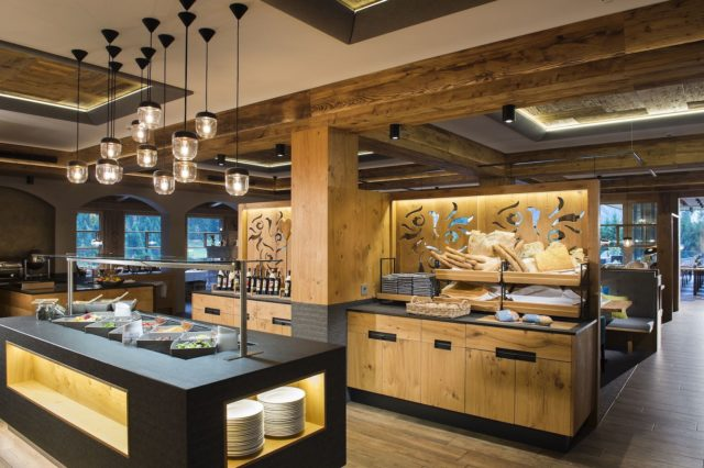 Ausgewogenes Fruehstuecksbuffet C Aileen Melucci Wellnesshotel Walserhof Kleinwalsertal Hotels