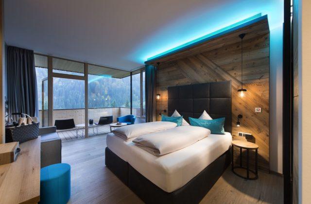 Bergchic Doppelzimmer Mit Grossraeumigen Balkon C Aileen Melucci Wellnesshotel Walserhof Kleinwalsertal Hotels
