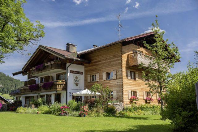 Das Bio Hotel Oswalda Hus Mit Grossem Garten Und Balkonschmuck C Joachim Weiler 1stof8.com Bio Hotel Oswalda Hus Kleinwalsertal Hotels