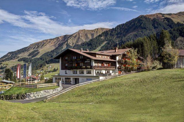 Das Hotel Gemma Eingebettet In Die Berglandschaft Hotel Gemma Kleinwalsertal Hotels