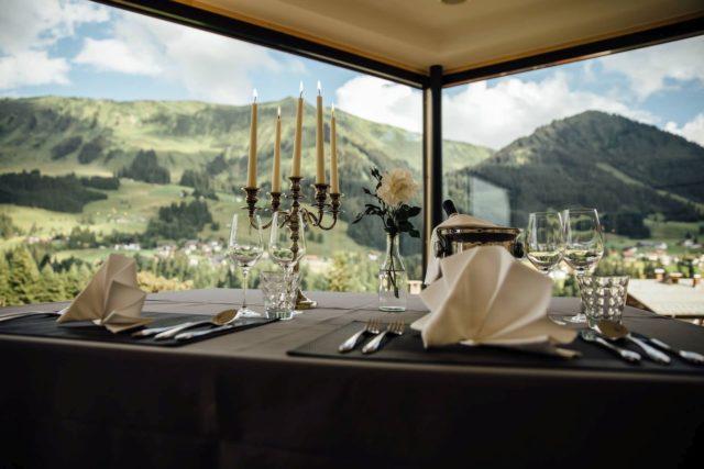 Dinner For Two In Der Brueuege Mit Tollem Panoramablick C Andy Mayr Genuss Aktivhotel Sonnenburg Kleinwalsertal Hotels