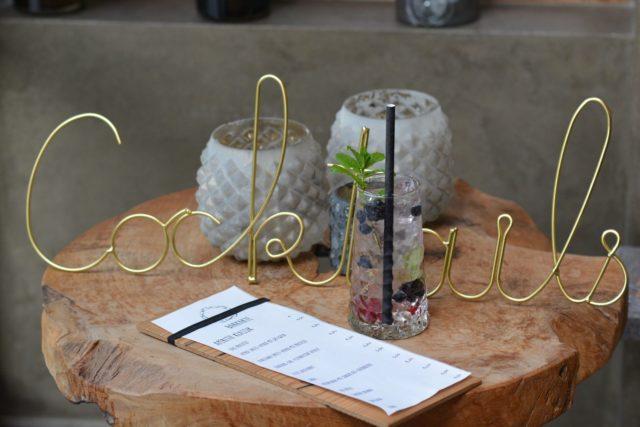 Drinks In Der Gemuetlich Einladenden Hotelbar Geniessen C Aileen Melucci Wellnesshotel Walserhof Kleinwalsertal Hotels