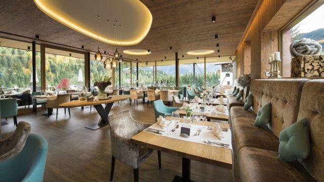 Einladender Wintergarten C Aileen Melucci Wellnesshotel Walserhof Kleinwalsertal Hotels