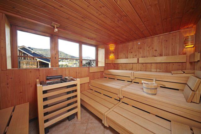 Finnische Sauna Mit Panoramablick C Tobias Burger Bio Hotel Oswalda Hus Kleinwalsertal Hotels