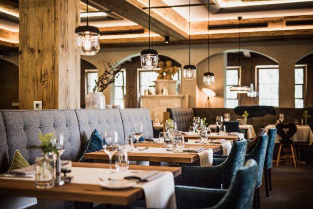 Gedeckte Tische Im Restaurant C Aileen Melucci Wellnesshotel Walserhof Kleinwalsertal Hotels