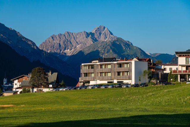 Genuss Aktivhotel Sonnenburg Mit Blick Auf Den Widderstein C Werner Krug Genuss Aktivhotel Sonnenburg Kleinwalsertal Hotels