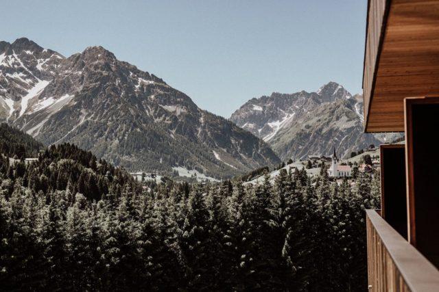 Herrlicher Ausblick In Die Sommerliche Berglandschaft C Aileen Melucci Wellnesshotel Walserhof Kleinwalsertal Hotels