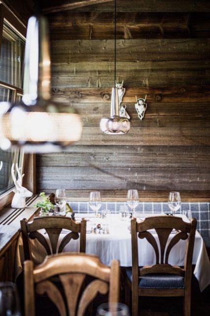 Modern Traditioneller Restaurantbereich C Aileen Melucci Wellnesshotel Walserhof Kleinwalsertal Hotels