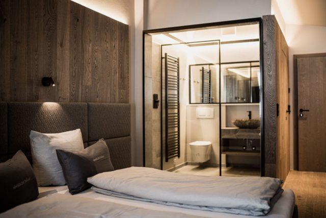 Modernes Badezimmer Im Bergbalance Superior Zimmer C Aileen Melucci Wellnesshotel Walserhof Kleinwalsertal Hotels