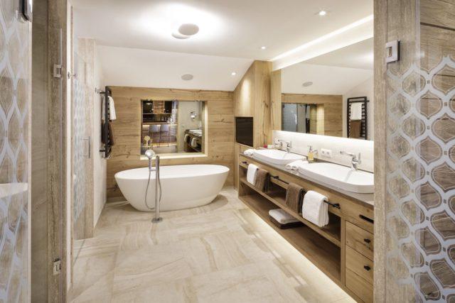 Modernes Badezimmer In Der Deluxe Suite Hotel Bergblick