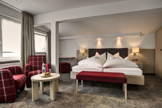 Modernes Doppelzimmer Mit Wohnbereich Hotel Gemma Kleinwalsertal Hotels 1