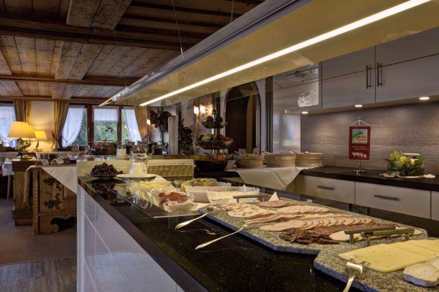 Reichhaltiges Fruehstuecksbuffet Hotel Gemma Kleinwalsertal Hotels 0