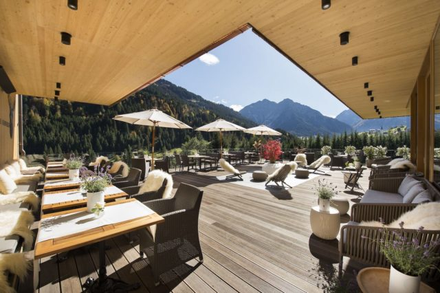 Sonnenterrasse Mit Panoramablick C Aileen Melucci Wellnesshotel Walserhof Kleinwalsertal Hotels