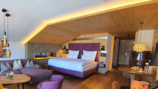 Stylische Juniorsuite Enzian Hotel Bergblick