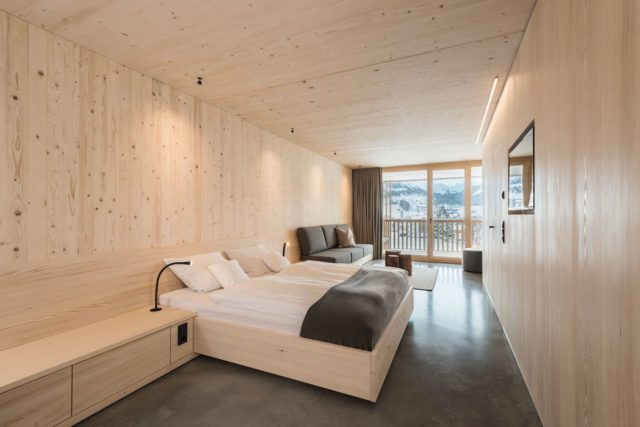 Suite Im Holz Inklusive Loggia Mit Bergblick C Hermann Rupp Kempten Bio Hotel Oswalda Hus Kleinwalsertal Hotels 0