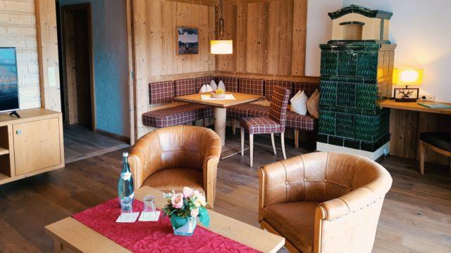 Wohnbereich In Einem Grosszuegigen Zimmer Hotel Bergblick