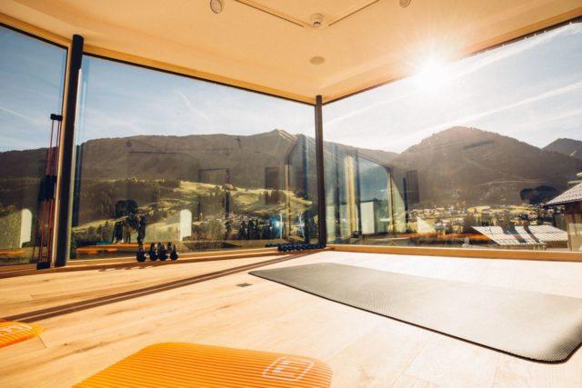 Yoga In Der Brueuege Mit Ausblick Auf Die Berglandschaft C Andy Mayr Genuss Aktivhotel Sonnenburg Kleinwalsertal Hotels 0