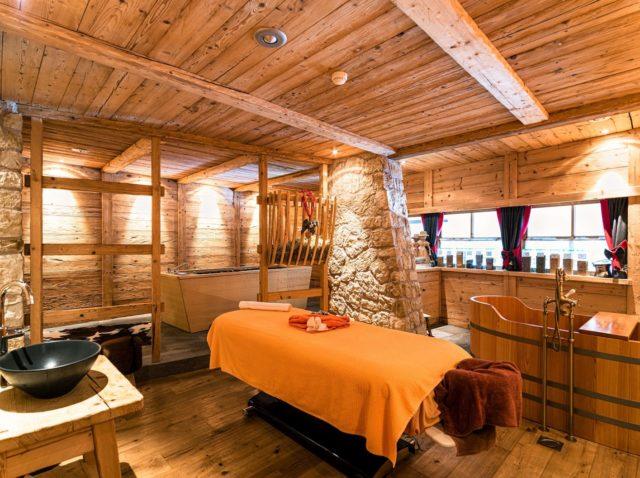 Rustikaler Massageraum C Dejori Werner Hotel Granbaita Dolomites