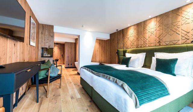 Superior Zimmer Mit Smaragdgruenen Akzenten C Dejori Werner Hotel Granbaita Dolomites