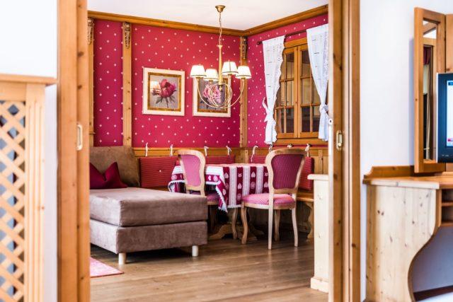 Urige Sitzecke In Der Garden Suite C Dejori Werner Hotel Granbaita Dolomites